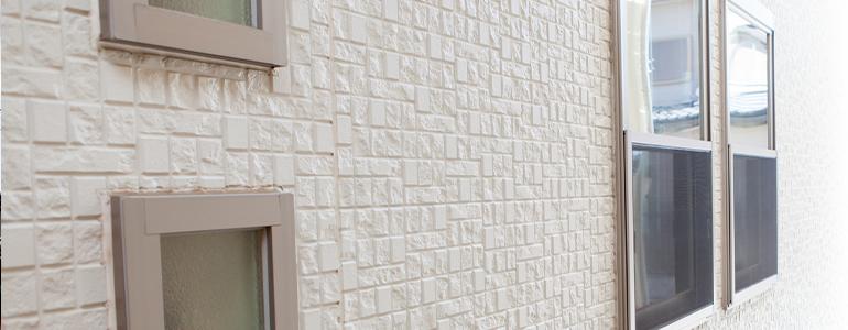 ツヤの有無、外壁材の種類も考慮する