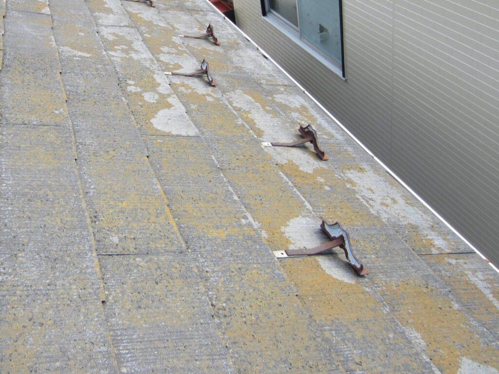 既存塗装面が劣化している屋根材